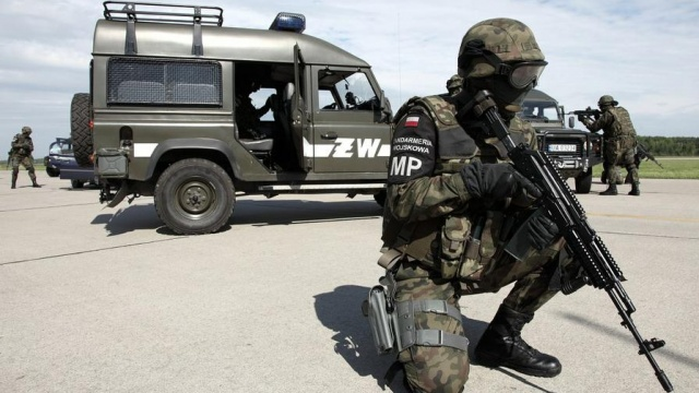 MILITARY-POLICE_002